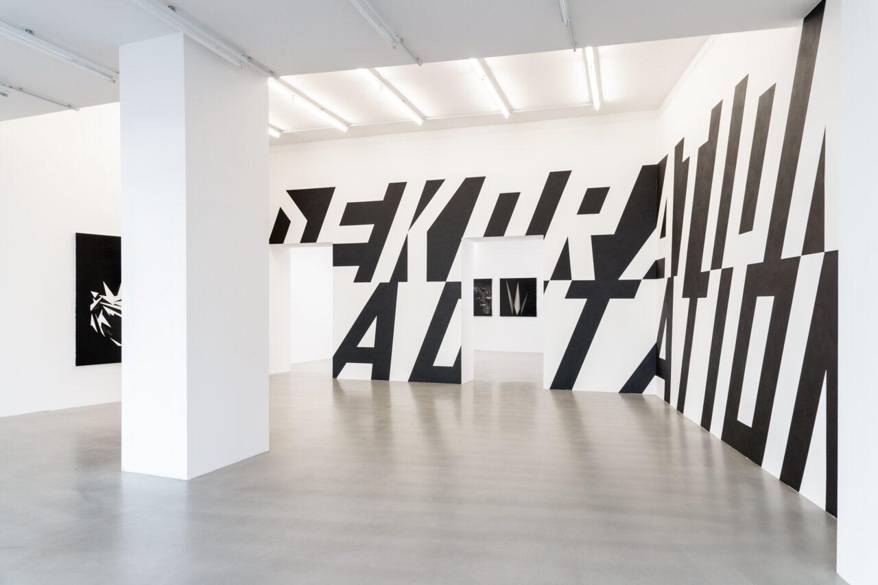 Lars Breuer Ausstellungsansicht Relikte voller Optimismus